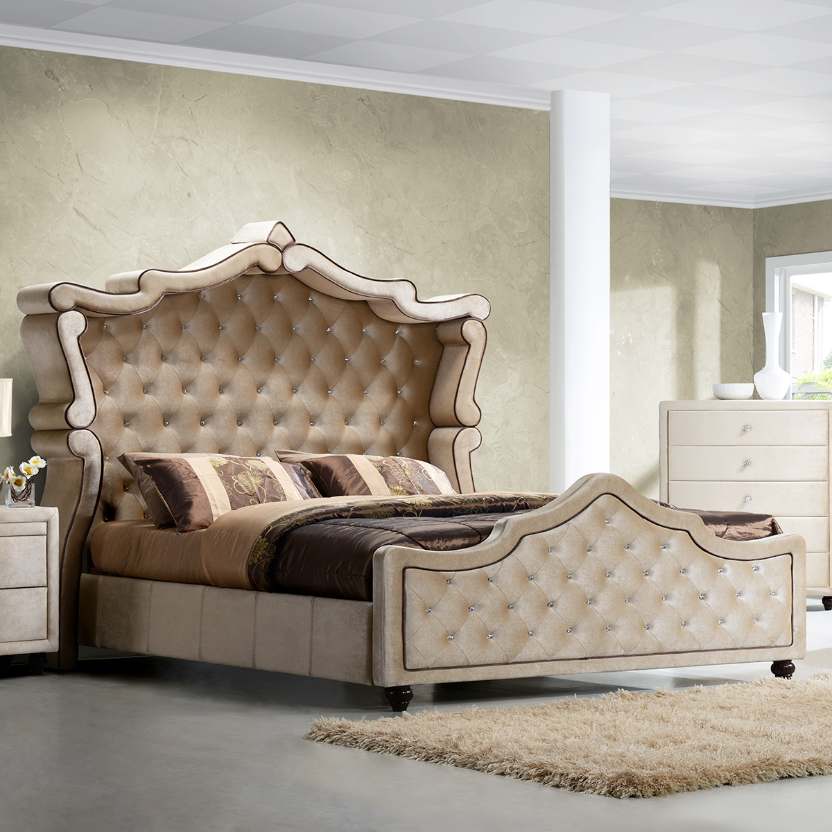 Meridian Furniture Diamond Queen Canopy Bed w/ Ornate Crystal Tufted Golden  Beige Velvet Headboard & Footboard